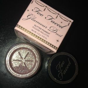 Too Faced Glamour Dust in Glampire